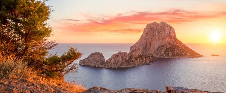 Zonsondergang yoga retreat Ibiza Es Vedra